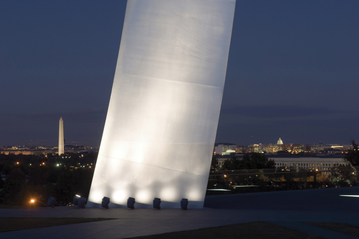 US Air Force Memorial, Arlington VA. Architect: Pei Cobb Freed & Partners, New York. Lighting design: Office for Visual Interaction, Inc. (OVI), Jean M. Sundin, Enrique Peiniger, New York.