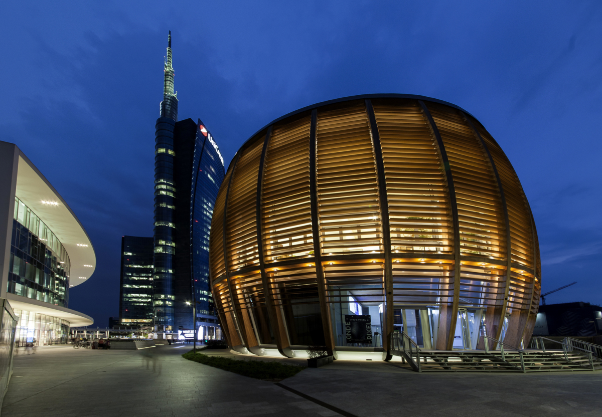 Edificio Unicredit, Milan. Architecture: aMDL Architetto Michele De Lucchi S.r.l., Milan. Lighting design: GruppoC14, Alexander Bellman, Milan. Photography: Dirk Vogel, Altena.