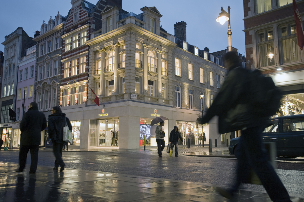 Victorinox Flagship Store, London. Architect: retailpartners AG, Wetzikon (CH). Lighting design: neuco AG, Zurich.