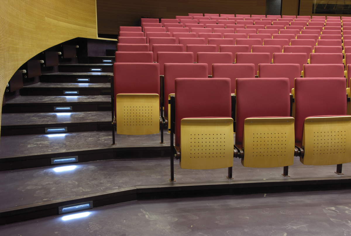 Federal Environment Office, Dessau: Axis Walklight as energy saving, maintenancefree step lighting in the auditorium. Architects: Sauberbruch Hutton, Berlin.