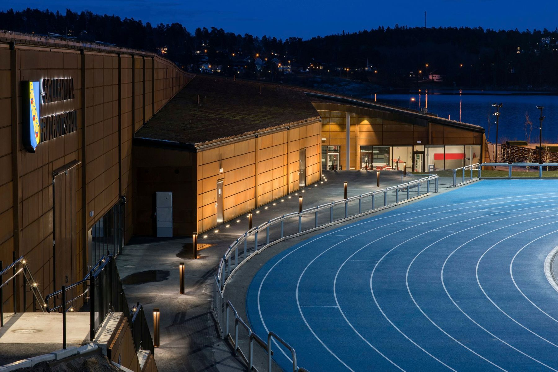 Sollentuna sports hall, Sollentuna. Architecture: Bleck arkitekter AB. Lighting design: Sweco. Photography: Johan Elm, Stockholm.