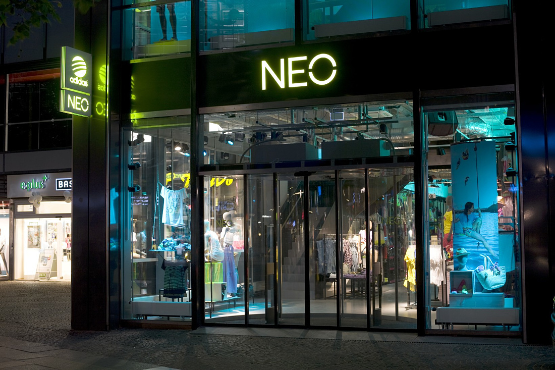erco discovering light shop adidas neo store tauentzienstrasse. Black Bedroom Furniture Sets. Home Design Ideas
