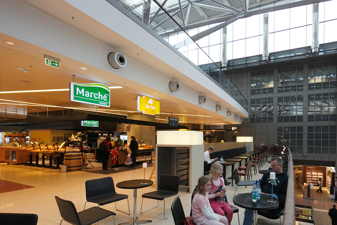 Airport Plaza, food hall