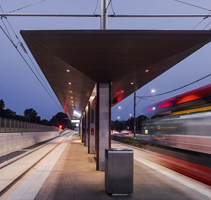 Correctly illuminating railway stations and stops