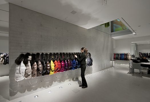 Efficient visual comfort as a strategy for shop lighting