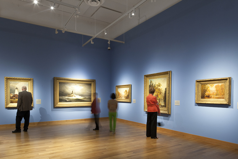 Spherolit lenses feature a very clean and slightly soft-focus progression of the light cone gradient, as used for example for illuminating historical paintings at the Minnesota Marine Art Museum, Winona. Photographer: Julia Cawley, New York.