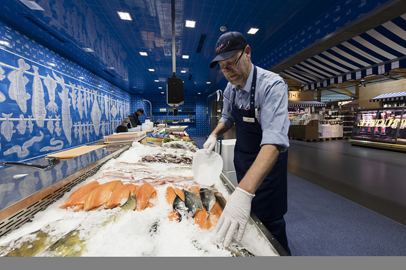 The wall behind the fish counter is accentuated using Quadra lens wallwashers, whilst Quadra with extra wide flood lens illuminate the display counter – all in neutral white.