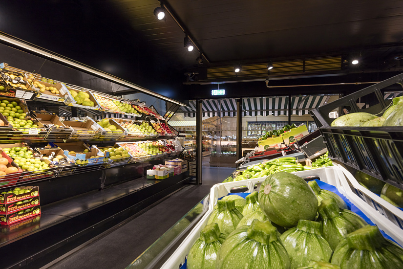 The wide range of fresh fruit and vegetables in the FrischeParadies store is displayed in crisp, natural colours using Optec spotlights in warm white (3000K).