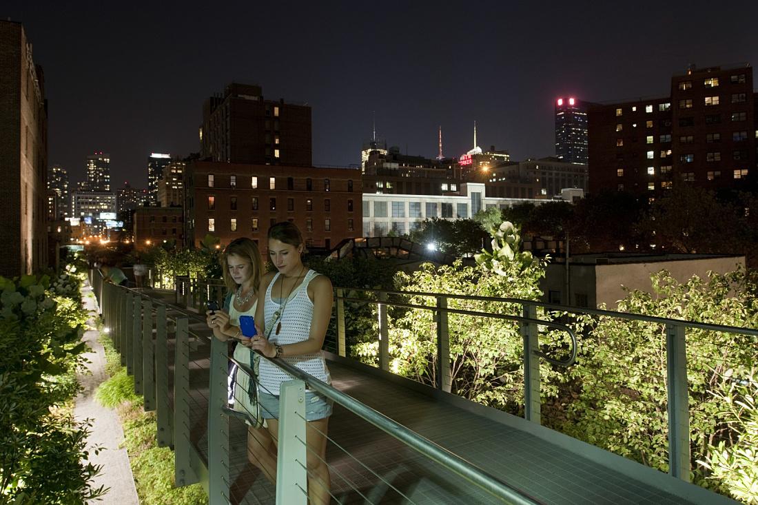 Erco Discovering Light Outdoor Highline Park