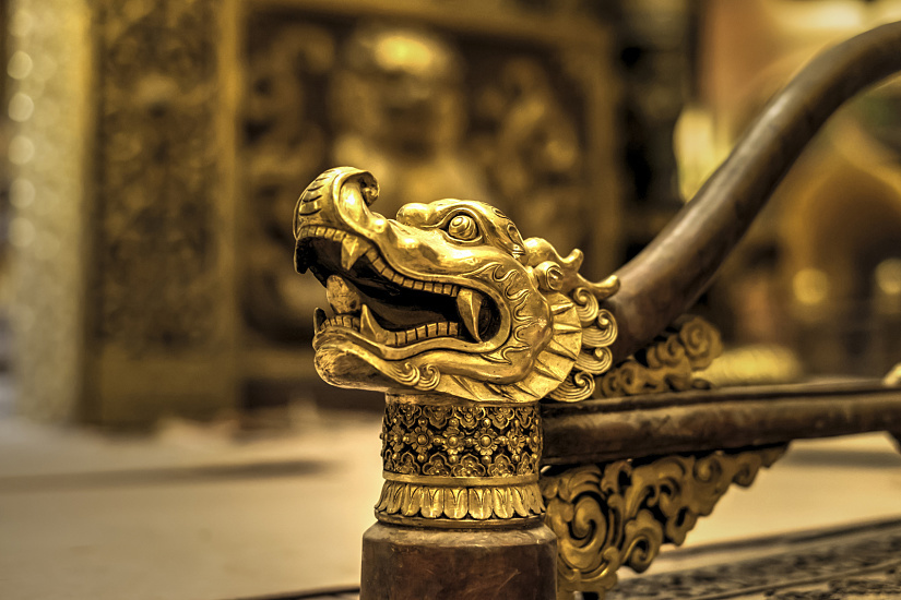 Intricately designed details can be discovered everywhere. The dragon was at one time the heraldic symbol of the Emperor.