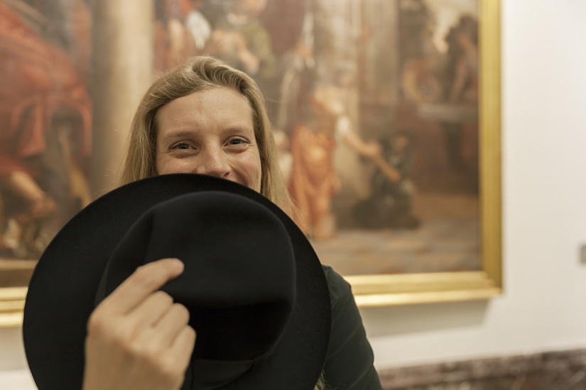 Visitor with hat, photo: Frieder Blickle