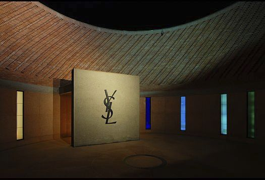 Referencing Arabian architectural traditions, the introverted museum is accessed via artistically designed interior courtyards. Visitors enter the museum from the road side via a narrow corridor into the round patio displaying a dominantly presented YSL logo on a centrally inserted wall panel. Following the onset of twilight, the logo is effectively showcased by two Beamer projectors each equipped with 12W LED modules. Two Lightscan projectors installed at eaves height, one with neutral white light (4000K) and the other with warm white (3000K), create a soft moonlight effect on the museum's circular outside wall.