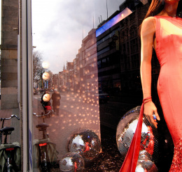 De Bijenkorf department store, shop window