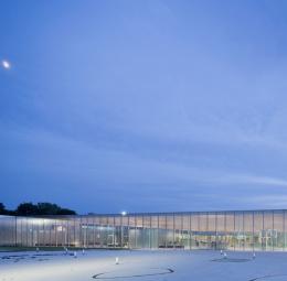 Louvre-Lens Museum, Lens: De luxe transparency